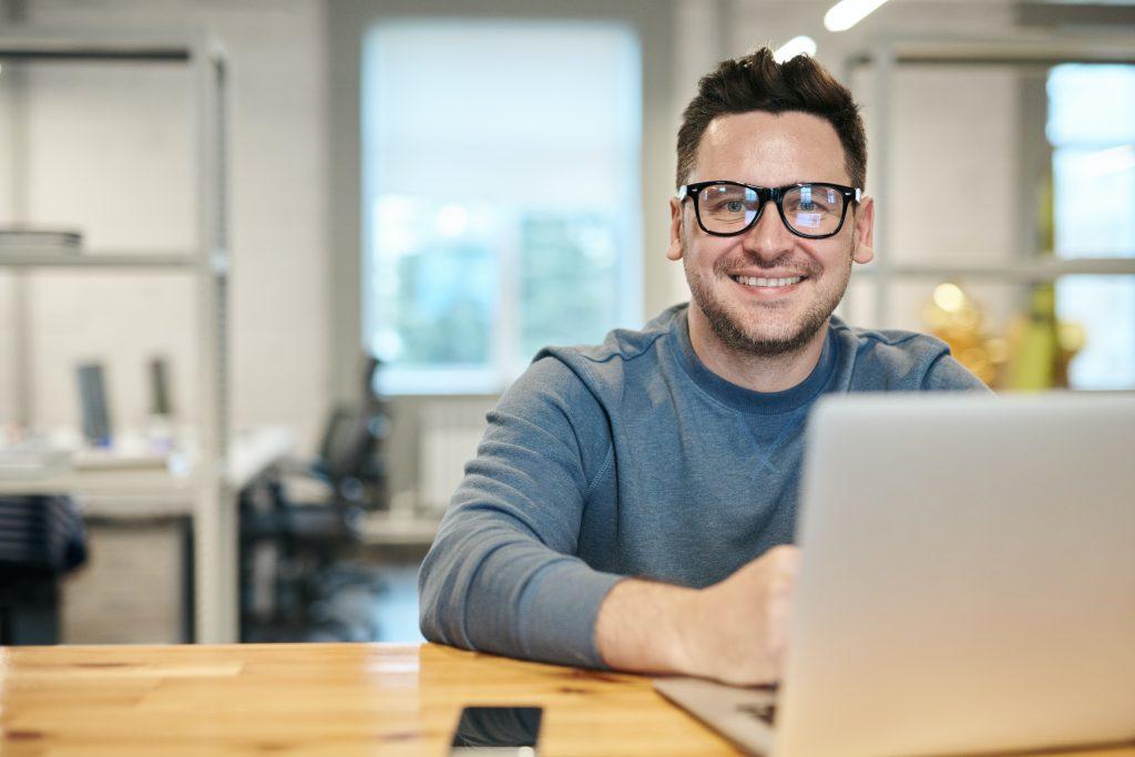 Happy blogger with a SEO checklist